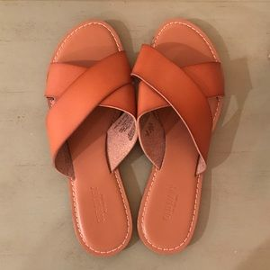 Leather sandals ~ like new!